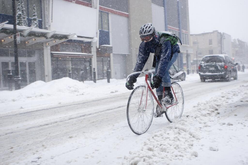 自転車雪配達
